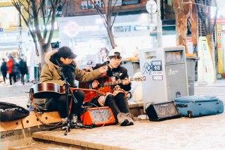 Street singers at Hongdae